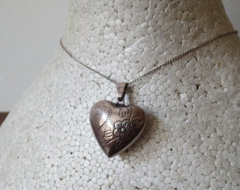 Gorgeous Vintage Etched Sterling SIlver Puffy Heart Pendant Necklace