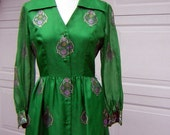 Alfred Shaheen Dress Kelly Green with Metallic Medallion Border Print Vintage 70s Size 10 - Festive Holiday Wear