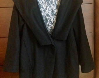 Vintage black wool cocoon coat / winter jacket with beautiful printed satin lining, size Medium to Large