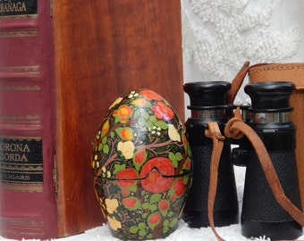 RARE Hand Painted Vintage Trinket egg ~ Made in INDIA Stunning and large vintage wooden egg - painted