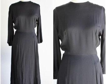 Vintage 1940s Black Rayon Dress / 40s Crepe Dress / LBD Little Black Dress / Classic Gothic Goth Alternative Mourning Dress