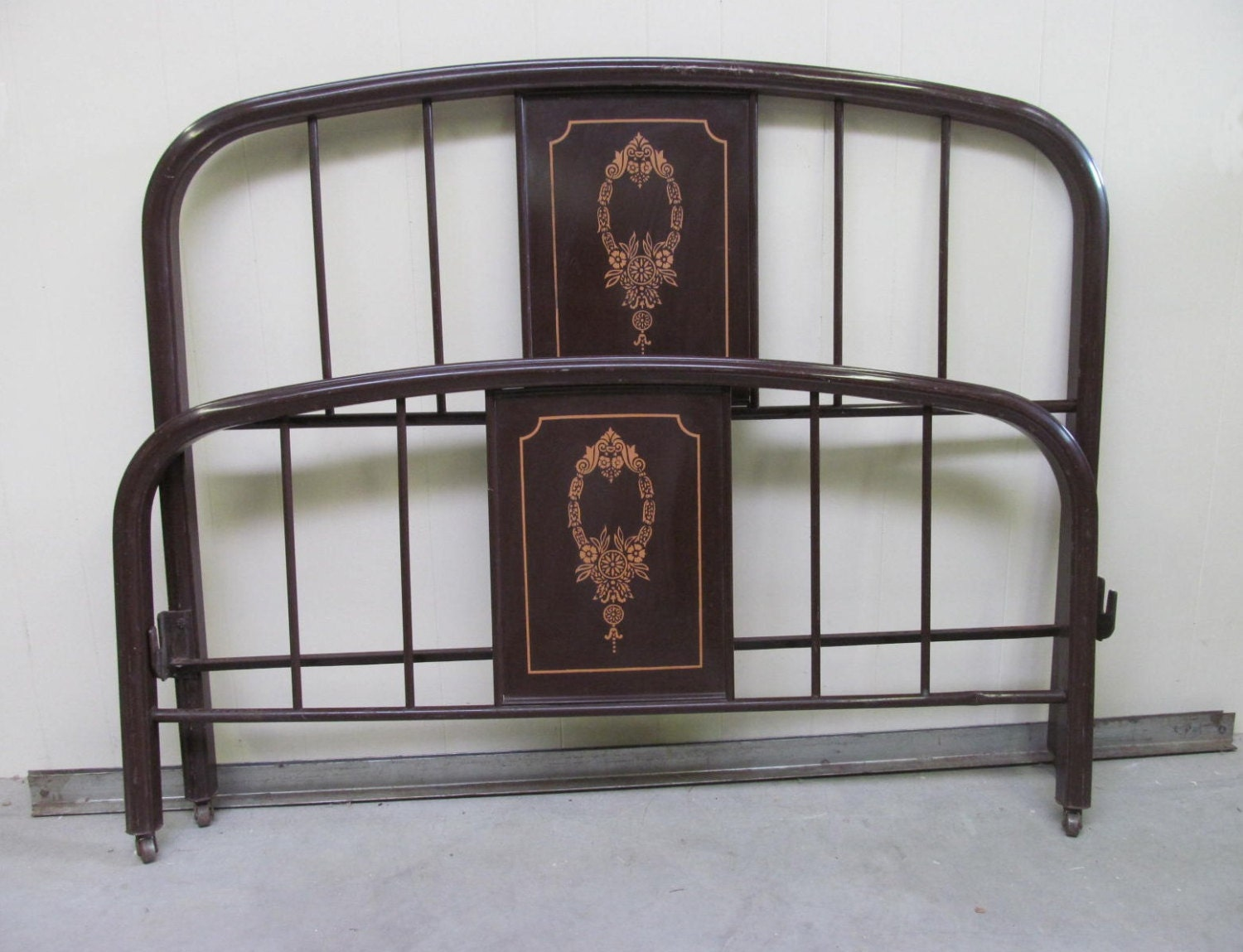 vintage 1920s painted metal bed frame full by ranchqueenvintage. Black Bedroom Furniture Sets. Home Design Ideas