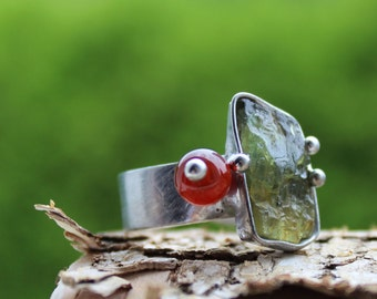 Opposites - Adjustable Metal Soldered Ring with Cherry Quartz stone with Tsavorite and Carnelian