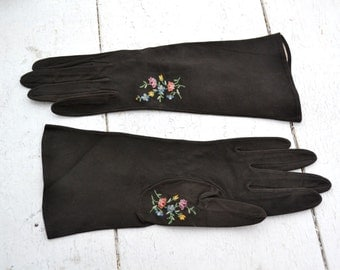 1950s Beauvais Embroidered Black Suede Gloves, Size 6 3/4