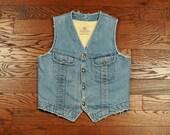 vintage denim vest 70s 80s distressed denim vest sherpa lined light wash DC Dee Cee Brand western wear medium large M L