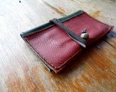 HaNDMaDe ReD & GReeN LeaTHeR ToBaCCo PouCH #19
