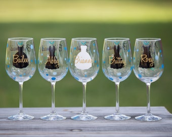 Bridesmaid gift idea. Personalized gifts for the wedding party. Custom wine glasses with name, title, date, flower bouquet and polka dots