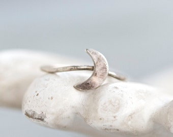 Crestcent Moon Ring - Sterling Silver Dainty Ring - Size 4.5