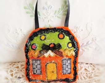 Halloween House Ornament 3 Inch Felt Cottage Pillow Door Hanger Autumn Fall  Primitive Party Favor Decoration CharlotteStyle Home Decor