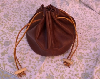 Stash bag in leather with draw cord