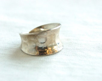 Hammered Silver Ring Band Size 7 .75 Vintage Mexican Sterling Wide Cigar Band Taxco Mexico Concave Modern Design
