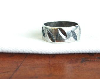 Abstract Leaf Ring Band Size 6 .7 Vintage Sterling Silver Wide Carved Leaves Unisex Wedding Stackable Jewelry
