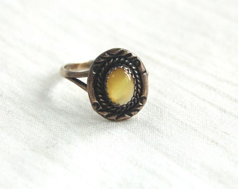 Yellow Mother of Pearl Ring Size 6 .5 Vintage Southwestern Sterling Silver Jewelry