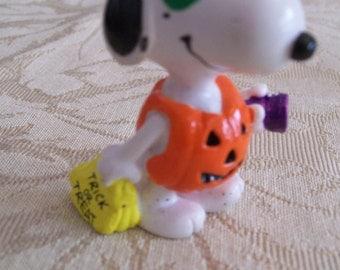 Snoopy Halloween Figure Trick or Treat PVC Figurine Peanuts Gang Vintage