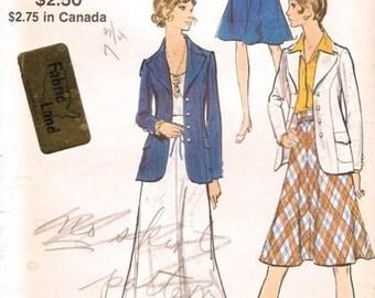 Super Vintage 1970s Vogue 8262 Blazer Jacket and Regular or Midi Flared Skirt Sewing Pattern B34 W25.5