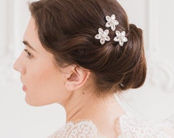 Silver wedding flower hair pins, Pearl and crystal hair pins, Floral hair pins