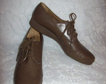 Vintage Ladies Tan Leather Oxfords Granny Shoes by Loake Size 7 1/2 AA Only 9 USD