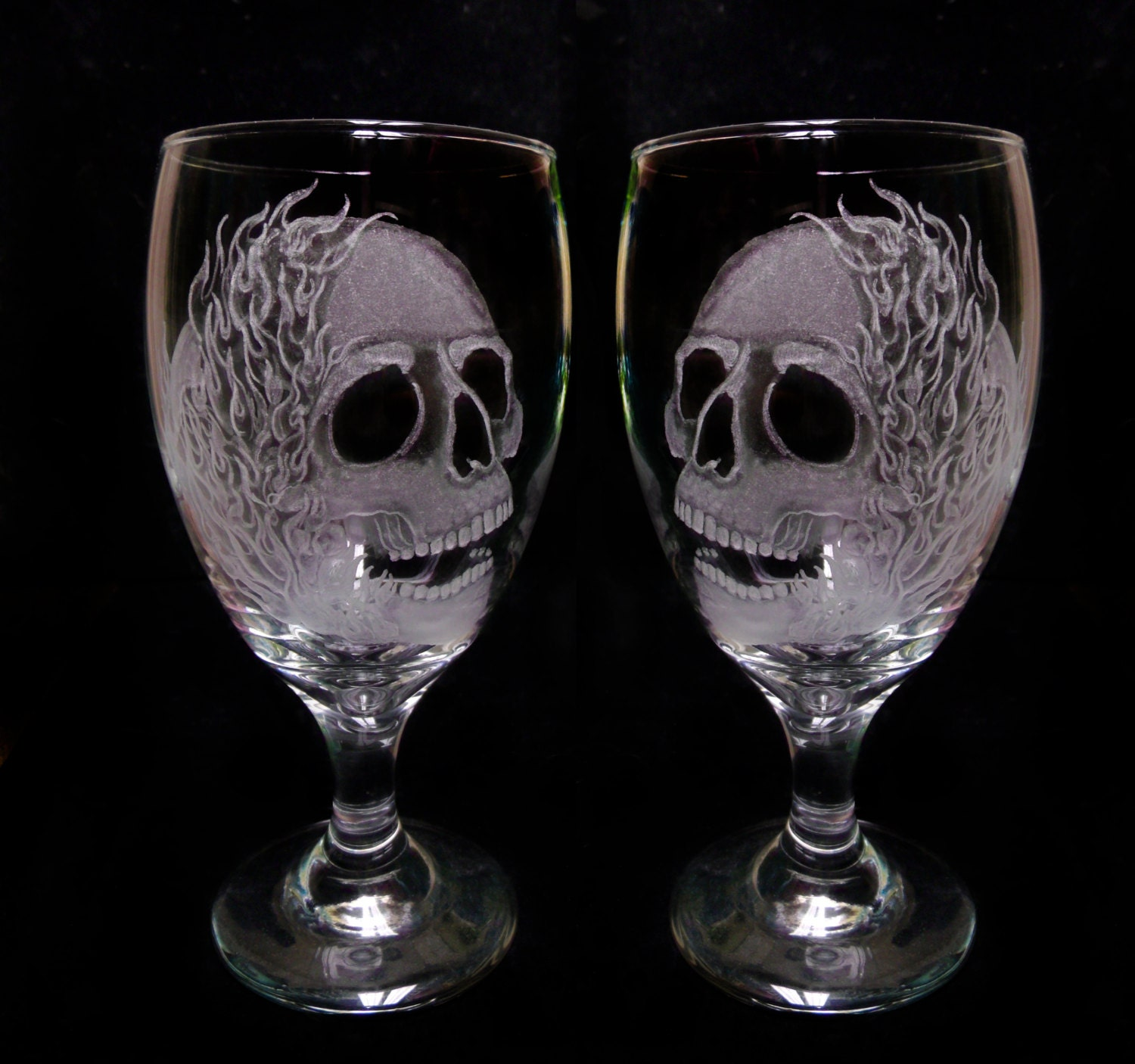 wine glasses skulls and flames set of two hand engraved. Black Bedroom Furniture Sets. Home Design Ideas