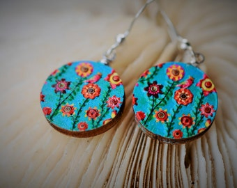 WOOD Dangle Earring - EMBOSSED Summer Flowers Blossom ~ 16 mm - Women / Elegant / Modern