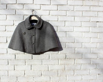 Sale! Womens cape. Oxford grey wool, cropped cape.Light gray capelet. Detachable bug brooch. Fully lined.Size S. Gift for her.