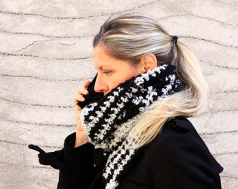 Chunky cowl, black and white cowl, button cowl, women scarf, Daphne Big, winter fashion, made to order