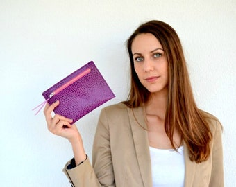 Leather pouch / Purple coin purse / Bridesmaid gift / Leather card holder / Small makeup bag / Leather change pouch / Leather wallet