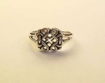 SALE Beautiful Vintage Celtic Knot Ring