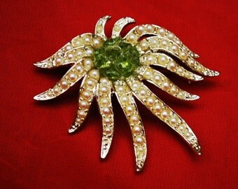 Flower brooch with pearls and green art glass Celebrity New York Mid century pin
