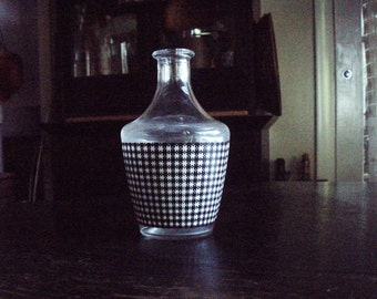 "French Water Check Carafe Dogtooth Houndstooth Checked Pitcher 6"" Vase Black & White Clear Glass; English Dogstooth Checkered Bedside Bottle"