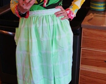 Vintage Hostess Apron - Green with White Daisy Trim - Half Apron