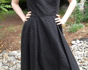 VINTAGE EYELET DRESS 1960's Black Piping Size Medium