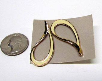 Vintage Pair of Earrings, Gold Tone - Costume Jewelry - Collectible Jewelry