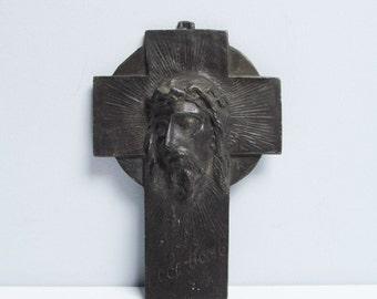 Vintage wall hanging Cross, profile of Jesus Christ, cast metal, Ecce Homo, Janco, Belgium, régule, Height 8.4 in / 21.5 cm