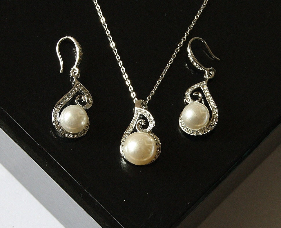 bridal necklace and earring set pearl pendant by bridalcloset