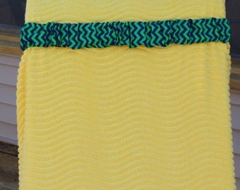 Kelly green with navy chevron cinch. Great beach towel and chair holder. Cruise must have. Resorts. Mexico. Sun. Tanning. Beach. Vacation.