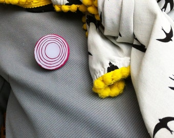 Red onion brooch or badge // Made in Rotterdam