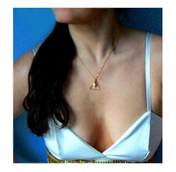 Pearl triangle pendant- Gold filled layered necklace- Freshwater pearl geometric jewelry- Minimalist jewelry- Triangle boho women pendant