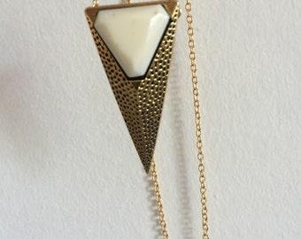 "Art Deco Cream & Gold Triangle Necklace - 29.5"" gold"