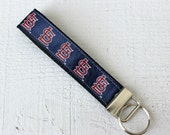 Key Fob Wristlet with St ...