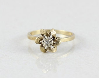 10k Yellow Gold Diamond Flower Ring Size 6 3/4