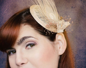Fascinator Greenwich feathers lace veil vintage style