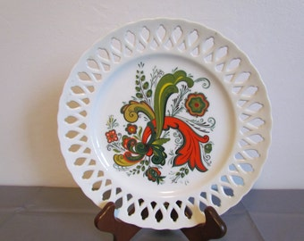 Vintage Folk Art Plate By Berggren Trayner White Lattice Cutwork Scandinavian Swedish Rosemaling Decorative  Vintage Colors Avocado Green