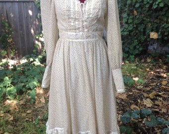 Wonderful light buttercream Gunne Sax midi dress. Vintage size 5.