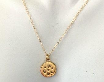 Gold Stars Charm Necklace - Minimalist Round Gold Cutout Stars Charm Necklace -  Made To Order
