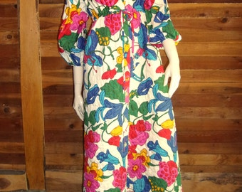 Vintage Lingerie 1960s RENAISSANCE Cotton Quilted Size Small Robe OR Housecoat