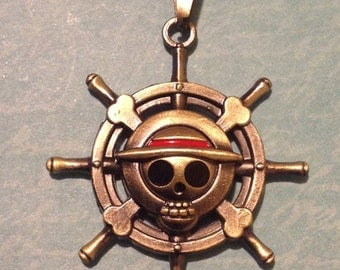 Very cool pirates wheel necklace