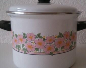 Pretty dogrose 70s/80s enamel pan