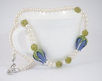 Blue tulips - pearl necklace with hand-blown glass beads