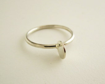 II PEARL RING - minimalist delicate ring in sterling silver