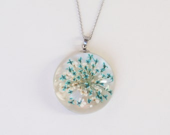 Real flower Resin Jewelry, HandmadeQueen Anne's lace necklace, Pressed Flower Jewelry, Botanical Pendant